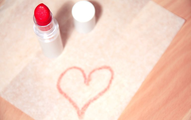 drawing of a heart with a lipstick