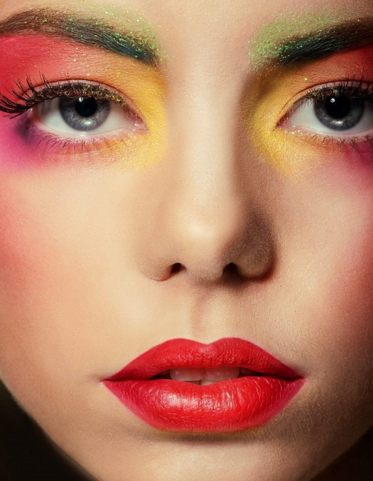 Bright tropical makeup