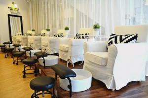 jac-&-ivy-interior-of-nail-salon
