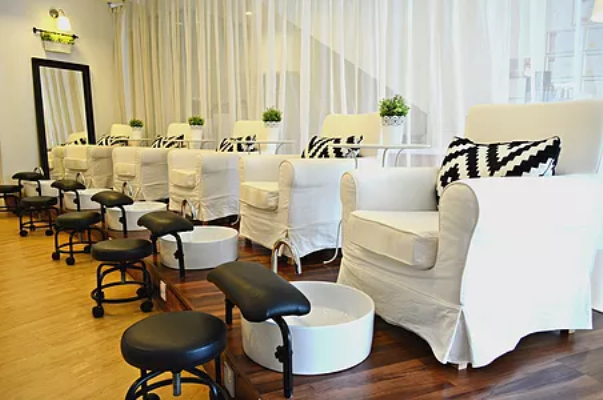 jac-&-ivy-interior-of-nail-salon