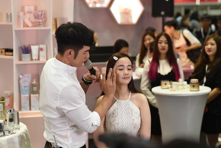 makeup demonstration