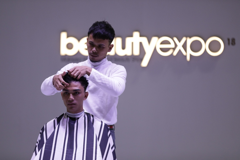 hair styling demonstration at the beautyexpo