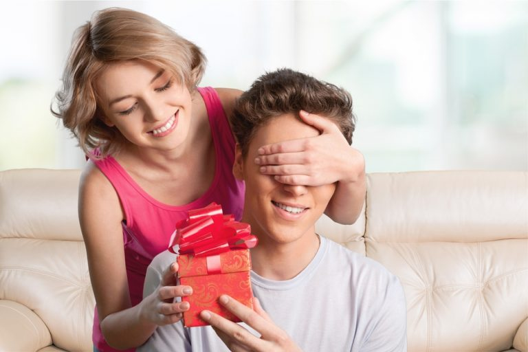 the best 15 beauty gifts for your boyfriend this Valentines Day