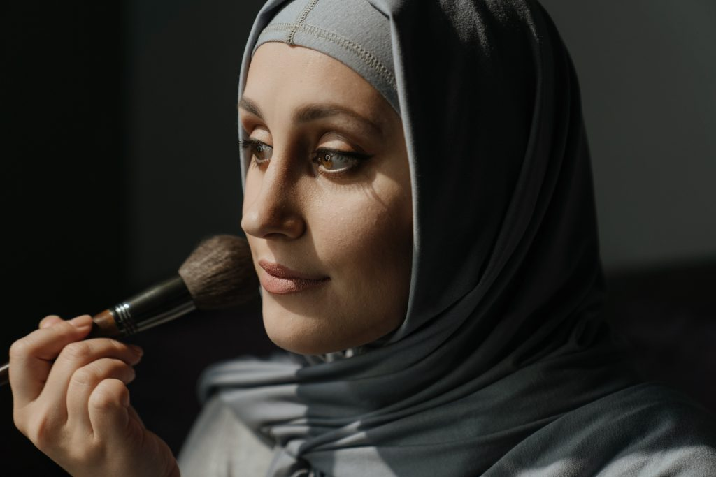 how-To-Avoid-Makeup-Stains-On-Hijab